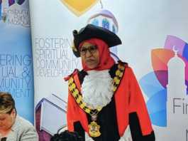 UK's First Somaliland-Born And Hijab-Wearing Mayor Quits From Labor Over Racism